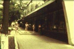 Ретро Белореченск на фотографии универмаг клумбы 60е - 70е года.jpg